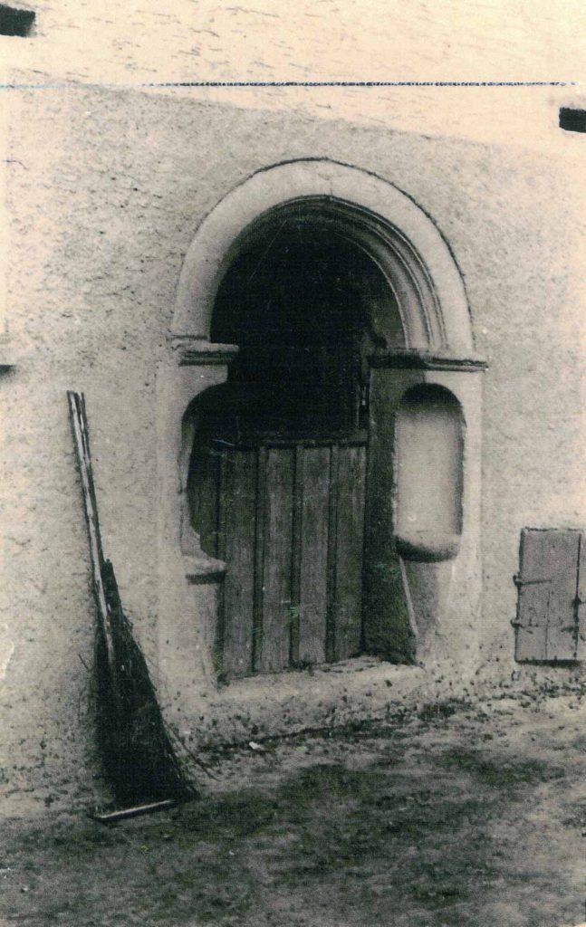 Altes Stalltor am früheren Anwesen Ziegler/Bolz