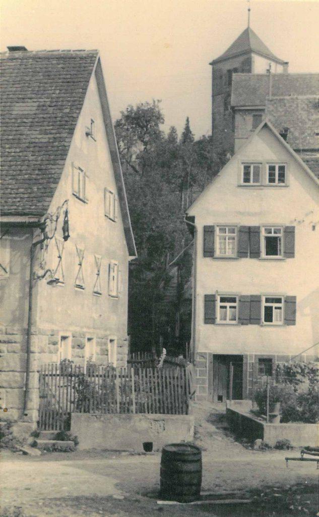 Blick aus der Liebesdorfer Straße die Kirchen-Stäffele hinauf Richtung Kirche und Rathaus