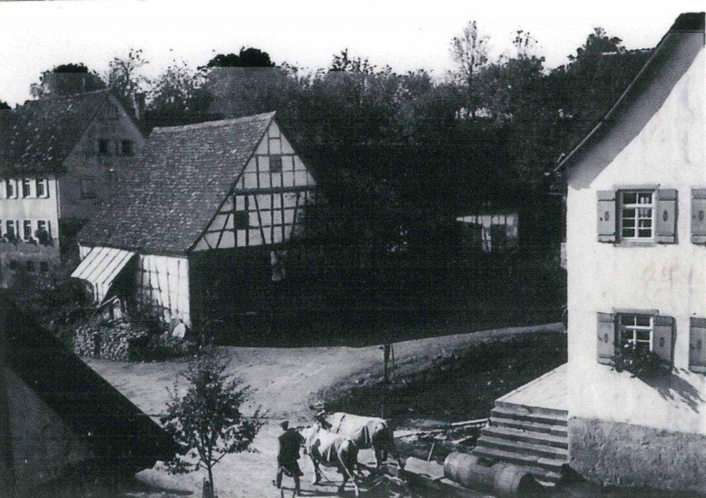 Das frühere Anwesen Schumann (links) und Haus Gronbach Senior (rechts)