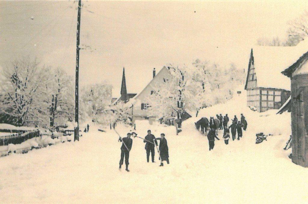 19550 Kreuzung Liebesdorfer Straße - Dörrsteige Richtung Langenburg im Winter