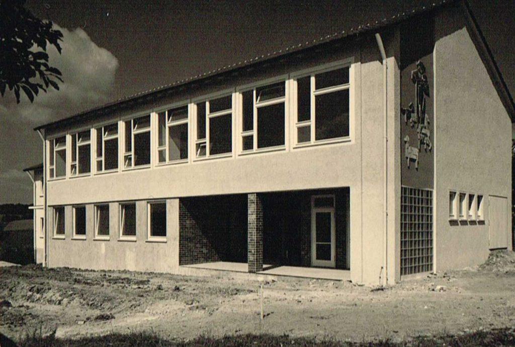 Das fertiggestellte Schulhaus (1962/63?)