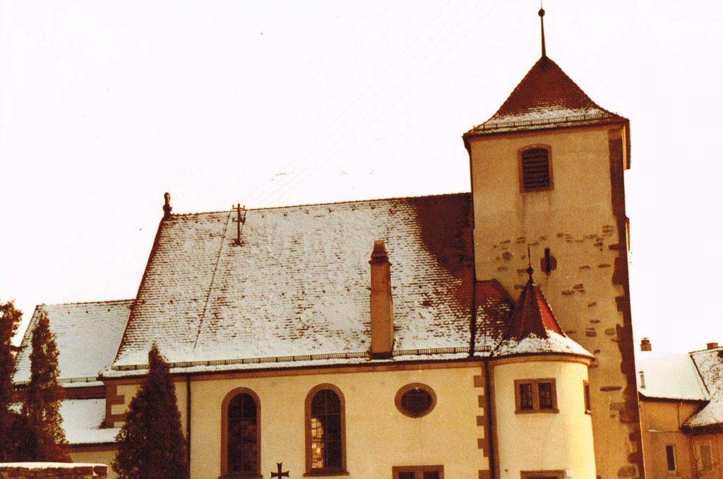 Kirche von der Nordseite (1980er Jahre nach Abbruch Hofstelle Klenk vor Neubau Maschinenhalle Düring