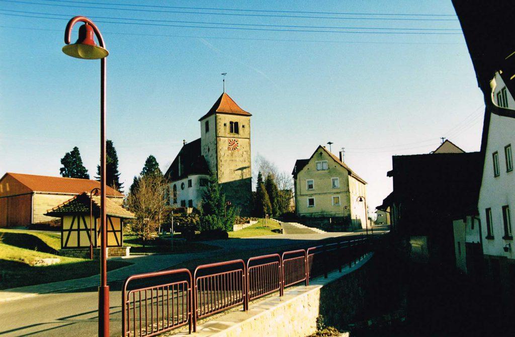 Blick auf die Kirche von Nord-West(um 1990)
