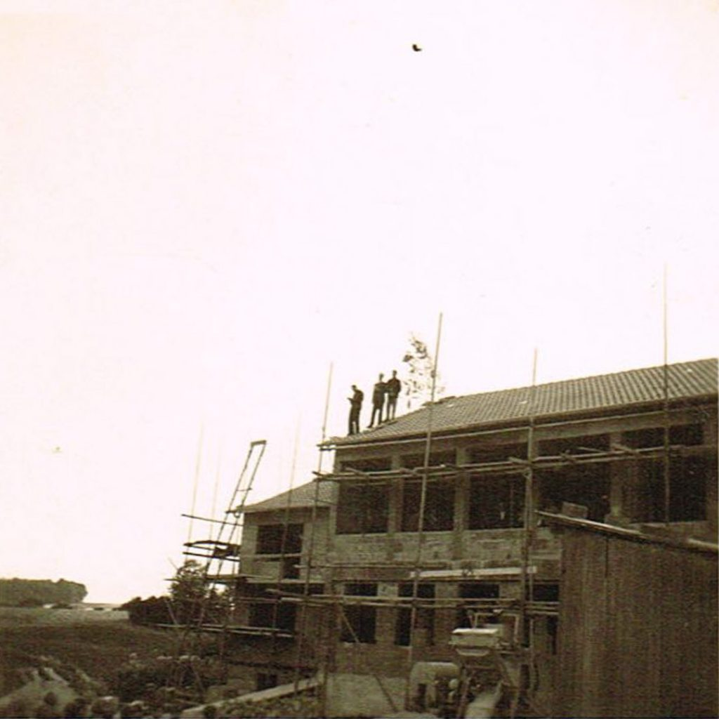 Bauarbeiten am Schulhaus. (1962/63?)