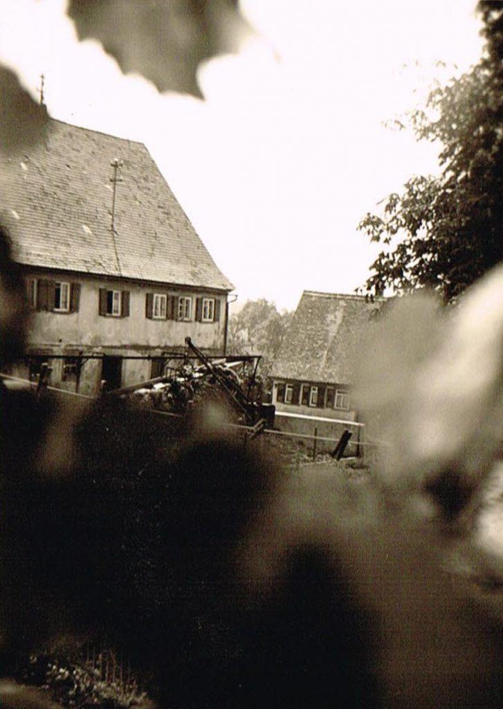 Blick auf das ehemalige Gasthaus zur Sonne, heute Gerd Pracher (rechts) und das ehemalige Haus Klenk