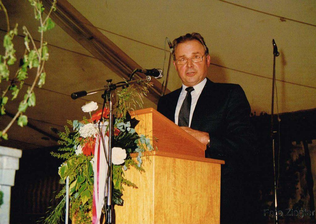 Ortsvorsteher Erwin Düring bei einer Rede zum Heimattag 1987