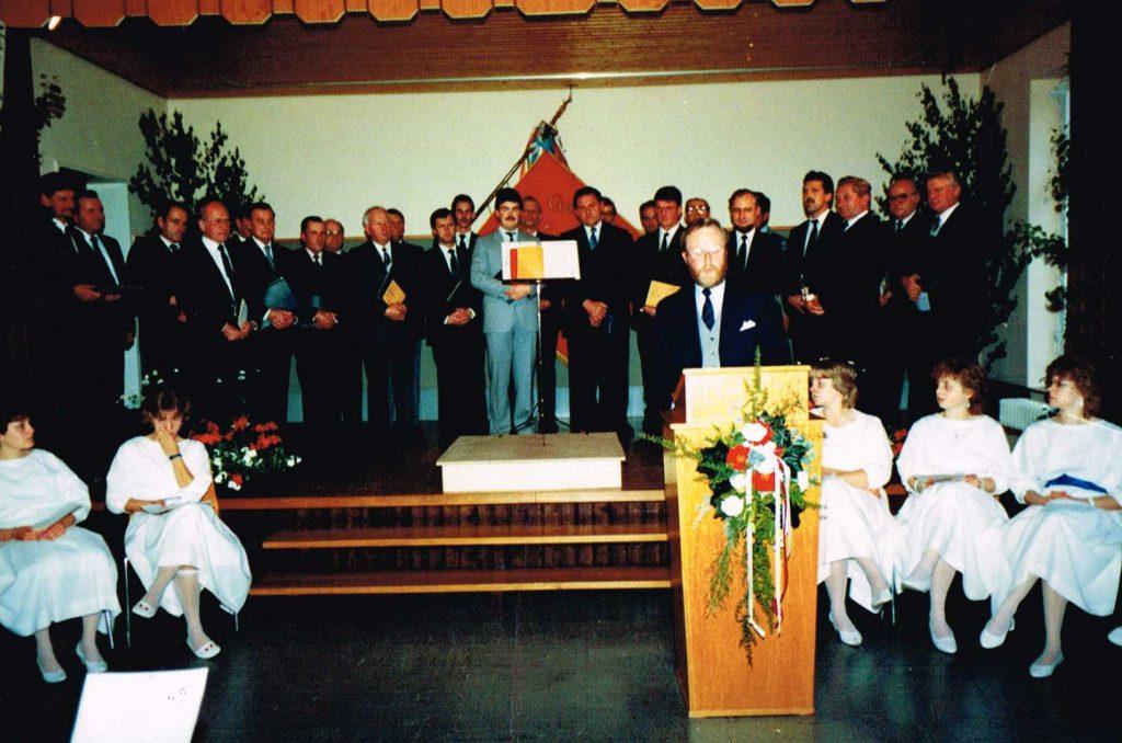 Heimattag 1987 im Schulhaus, auf der Bühne der Gesangverein Eintracht